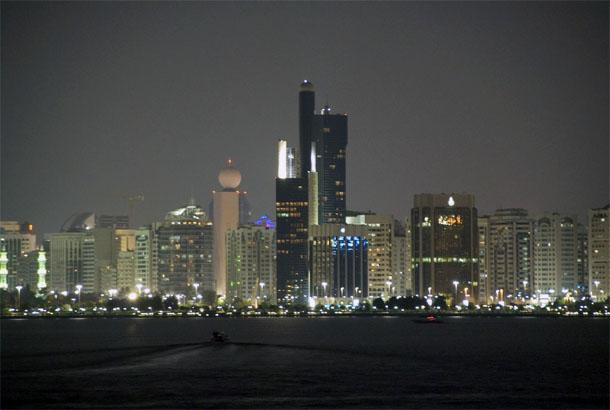 Центр Абу-Даби ночью